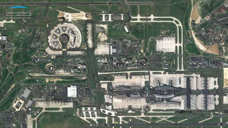 صورة تعكس مطار باريس شارل ديغول وسط تفشي فيروس كورونا