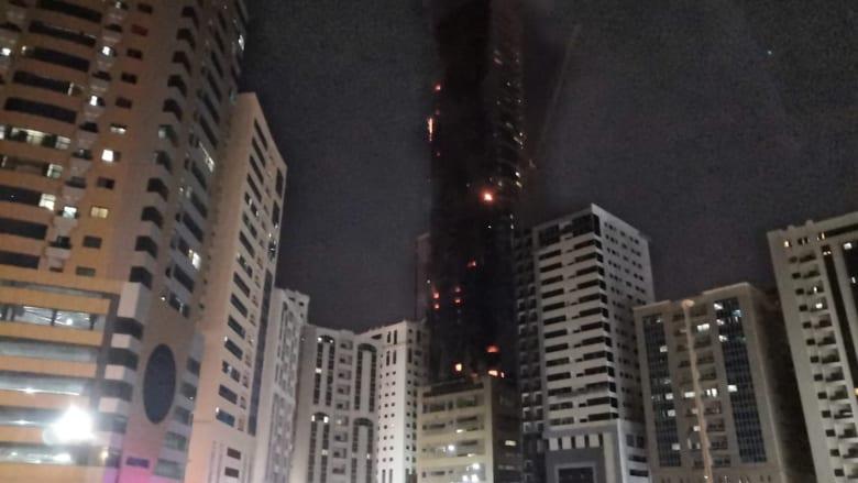 حصريا لـCNN.. لقطات لحريق ضخم اندلع في برج بالشارقة