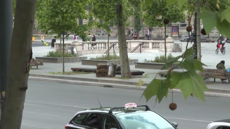 مشهد من باريس في يومها الأخير من الإغلاق الذي قارب الشهرين