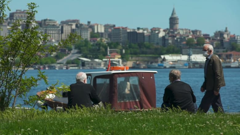 لأول مرة منذ أزمة كورونا.. تركيا تسمح بخروج كبار السن للتنزه