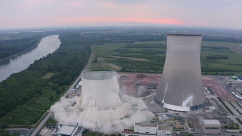 شاهد.. دقة تفجير برجي تبريد محطة طاقة نووية في ألمانيا