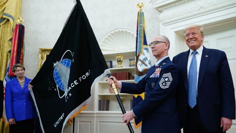 بحضور ترامب.. قوة الفضاء الأمريكية تكشف عن علمها الرسمي