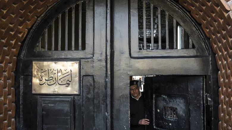 """موقع """"مدى مصر"""" يُعلن اعتقال رئيسة تحريره أثناء إجراء مقابلة مع والدة علاء عبدالفتاح"""