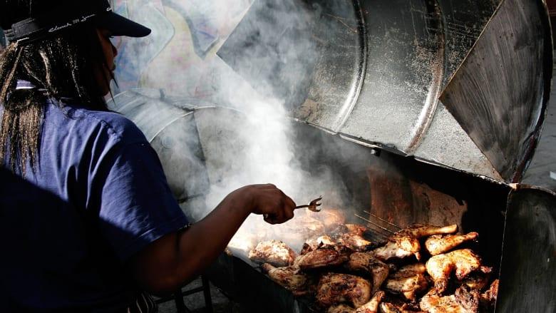 كيف تختبر نضج الدجاج عند الطهي؟