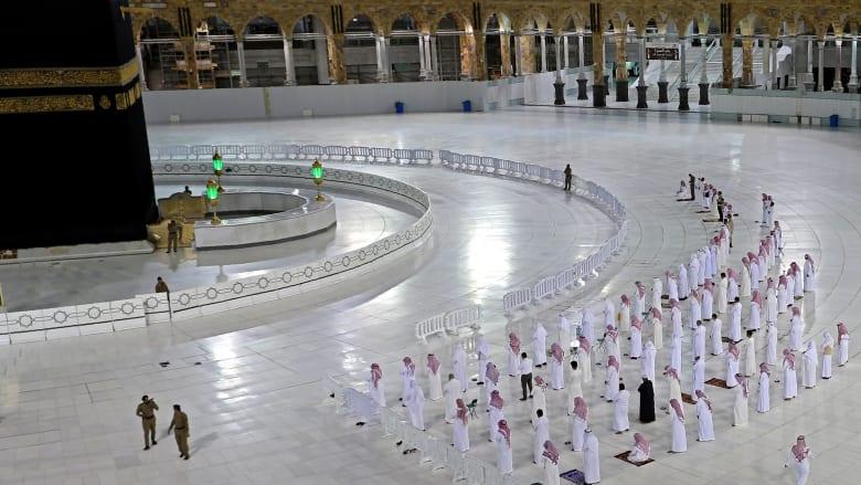 صلاة تراويح في المسجد الحرام وسط إجراءات احترازية