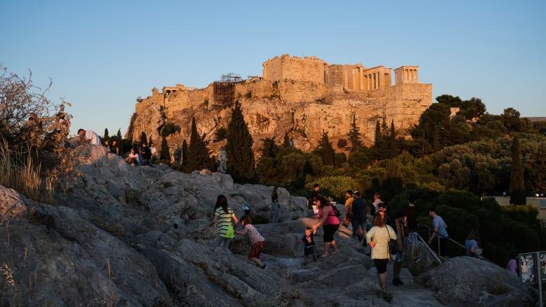 أكروبوليس يُعاد فتحه في أثينا بعد إغلاقه بسبب تفشي فيروس كورونا