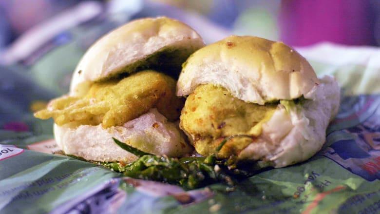 """قلّدها """"ماكدونالدز""""..الشطيرة الأكثر شعبية في الهند.. ما هي """"فادا باف""""؟"""