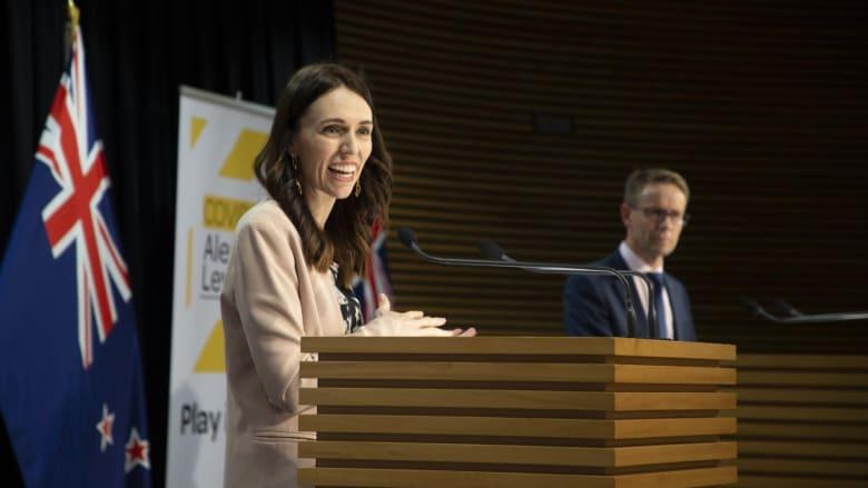 هكذا تصرفت رئيسة وزراء نيوزيلندا عند شعورها بهزة أرضية أثناء مقابلة على الهواء مباشرة