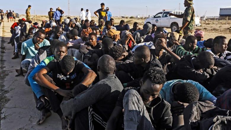 """مقتل 30 مهاجرًا في ليبيا على يد أسرة أحد تجار البشر """"انتقامًا"""" لمقتله"""