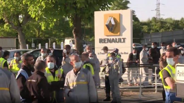 """موظفو """"رينو"""" يتجمهرون أمام مصنعها بعد إعلانها عن إلغاء 15 ألف وظيفة"""