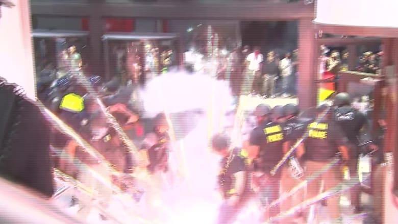 لحظة وقوع انفجار خلال بث مباشر لـ CNN أمام مقرها في أتلانتا