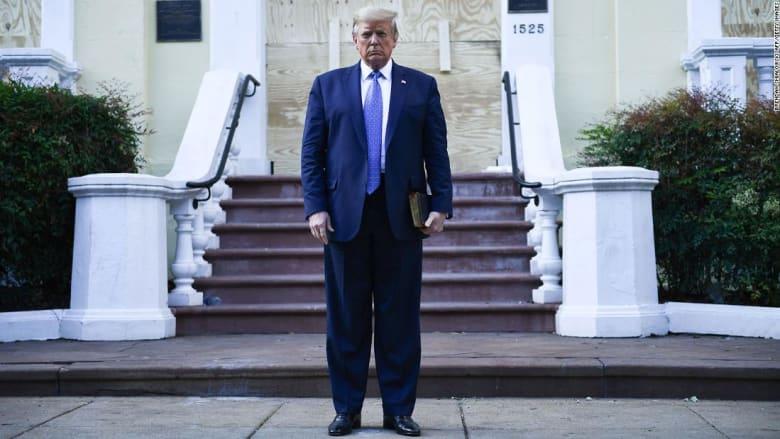من أجل التقاط صورة لترامب.. هذا ما حدث لمتظاهرين أمام البيت الأبيض