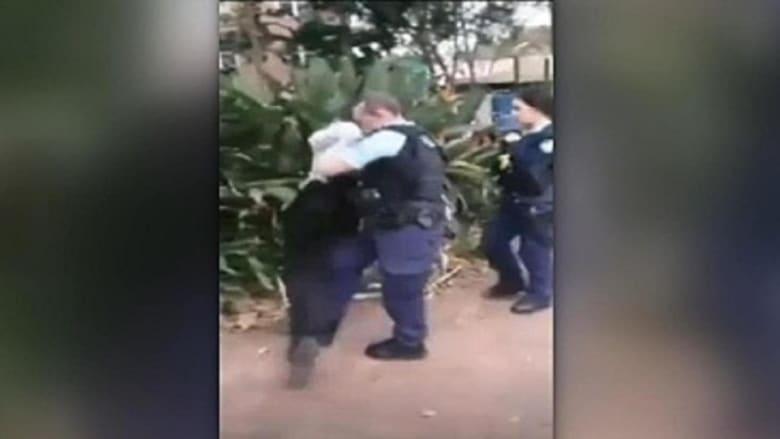 رئيس الشرطة الأسترالية يعتذر لمراهق من السكان الأصليين بعد اعتقال عنيف