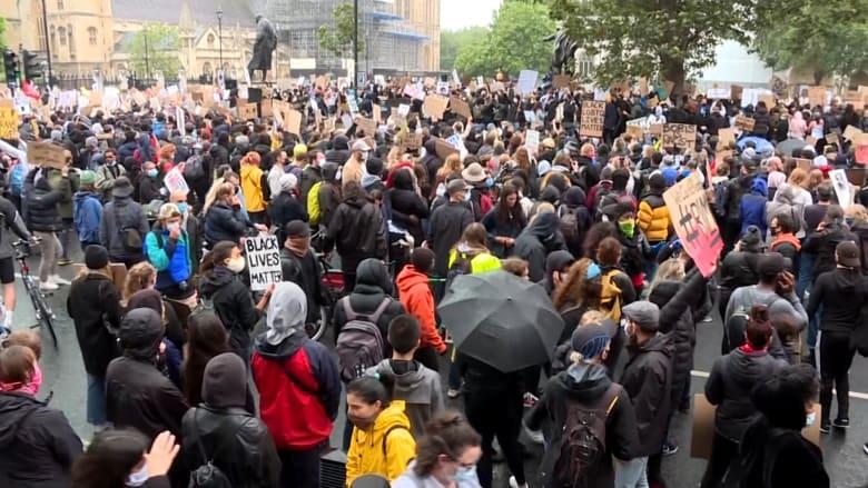 """بريطانيا.. آلاف يشاركون في مظاهرة """"حياة السود مهمة"""" في لندن"""