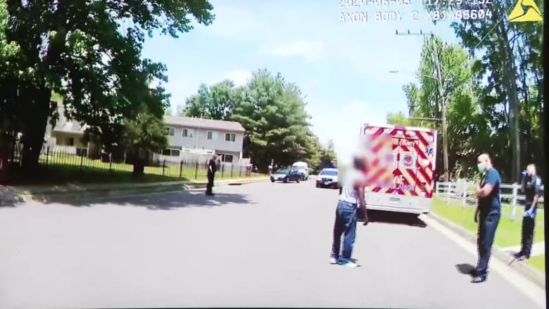 """""""لا أستطيع التنفس"""" مجددًا.. اعتداء شرطي أبيض على أمريكي أسود آخر في فرجينيا"""