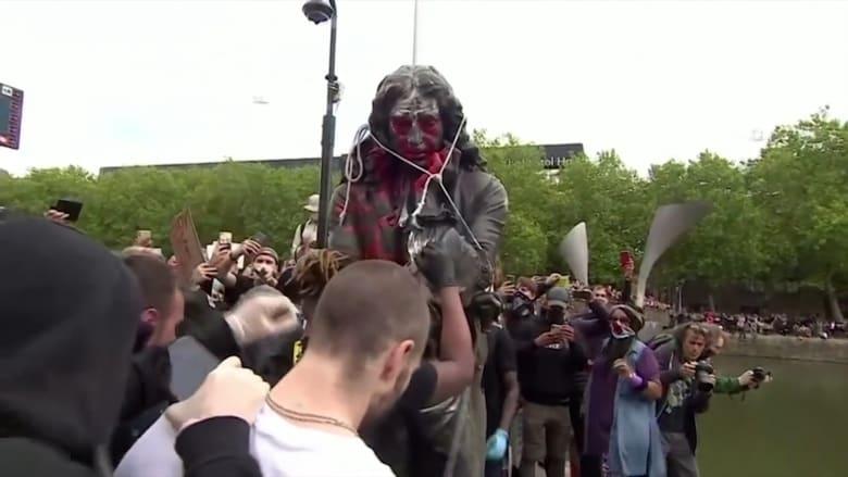 بين مؤيد ومعارض هذه آراء الناس في إنجلترا حول اقتلاع تمثال تاجر العبيد