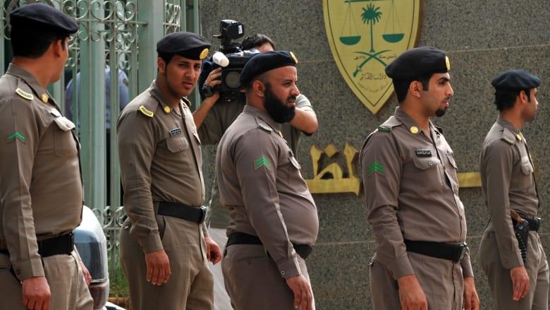 السعودية.. القبض على مواطنين انتحلا صفة رجال الأمن واعتديا على مقيمين وسلبا أموالهم