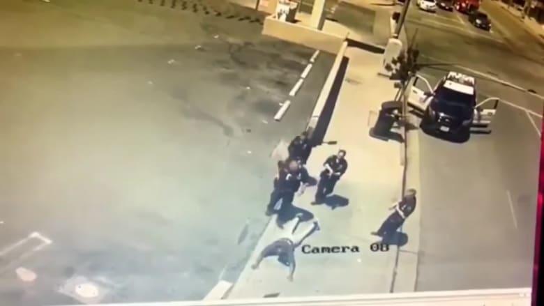 كوميدي أمريكي أسود ينشر فيديو اعتقال الشرطة له خلال ممارسته الرياضة