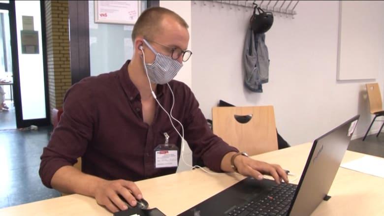 """فريق من """"صائدي الفيروس"""" في ألمانيا يتعقب مصابي فيروس كورونا من أجل منع حدوث موجة ثانية"""
