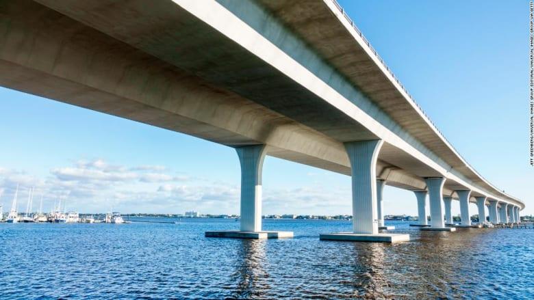 شاهد.. أشهر جسور فلوريدا على وشك الانهيار بعد اكتشاف صدع فيه