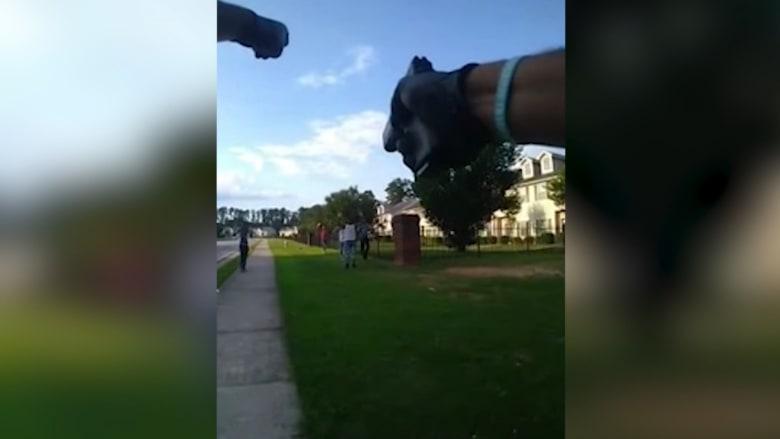 انتشار فيديو لشرطي أمريكي يوجه مسدسه نحو مجموعة مراهقين سود.. ماذا حدث؟