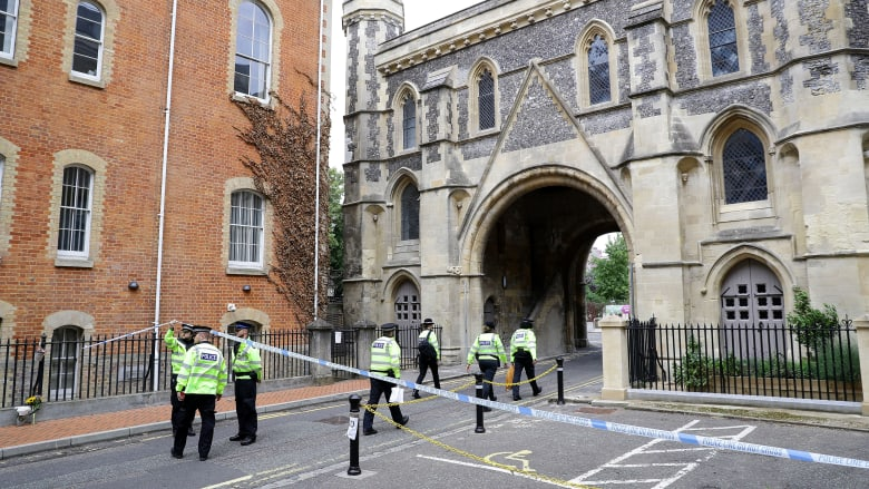 الشرطة البريطانية في موقع هجوم الطعن في ريدينغ