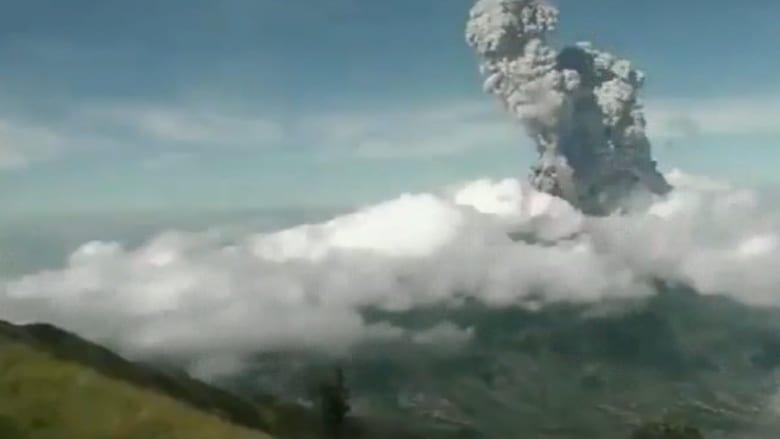 بتقنية الفاصل الزمني.. لحظة ثوران بركان جبل ميرابي في إندونيسيا