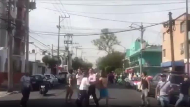 شاهد.. لحظة وقوع زلزال بقوة 7.4 درجة في المكسيك وتحذير من تسونامي