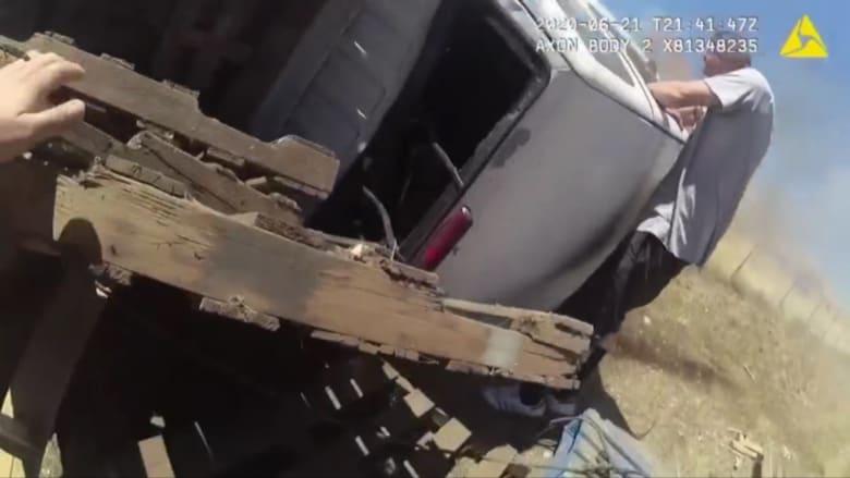 شاهد.. لحظة إنقاذ رجل من شاحنة مشتعلة
