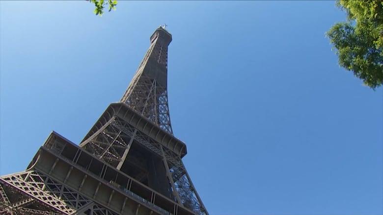 كاميرا CNN تزور قمة برج إيفل قبل افتتاحه اليوم