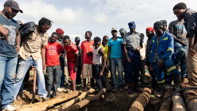 """زيمبابوي.. منظمة: إطلاق صاحب مناجم صيني النار على عمال تعدين إساءة """"منهجية"""""""