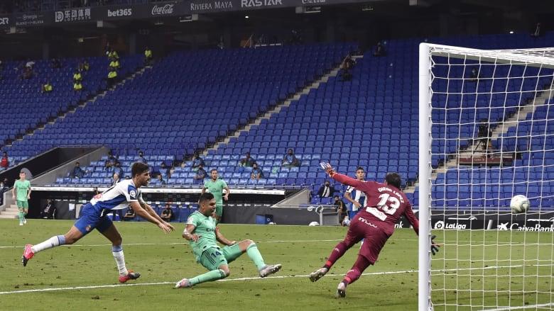 ريال مدريد ينتزع صدارة الليغا من برشلونة بعد فوزه على إسبانيول