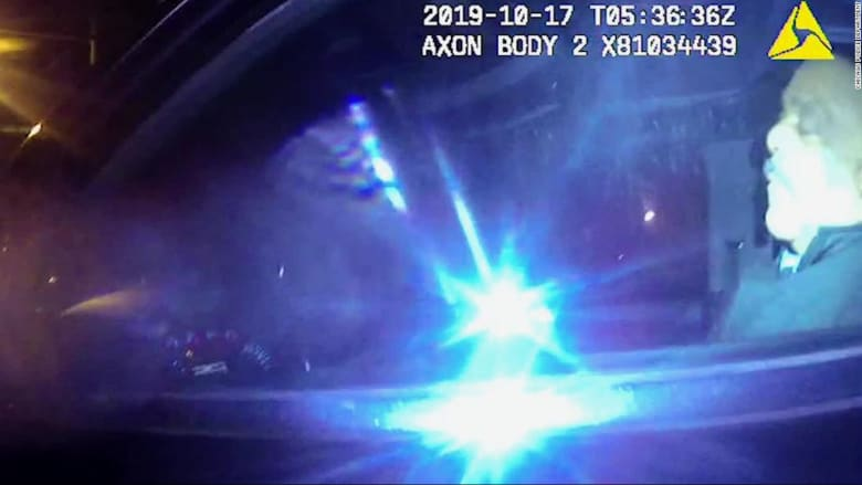 فيديو يظهر نوم شرطي سابق خلف مقود