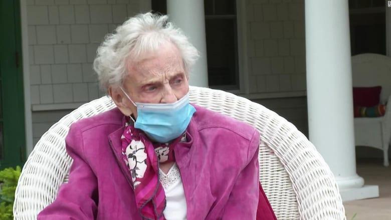 مسنة عمرها 102عام نجت من جائحتين ومن السرطان مرتين