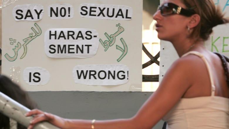 مصر.. النيابة تُحقق مع شاب متهم بالاعتداء الجنسي على فتيات.. ووالده يُعلق