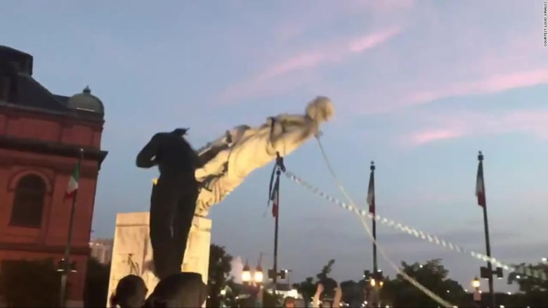 بالفيديو.. متظاهرون يسقطون تمثال كريستوفر كولومبوس في بالتيمور بأمريكا
