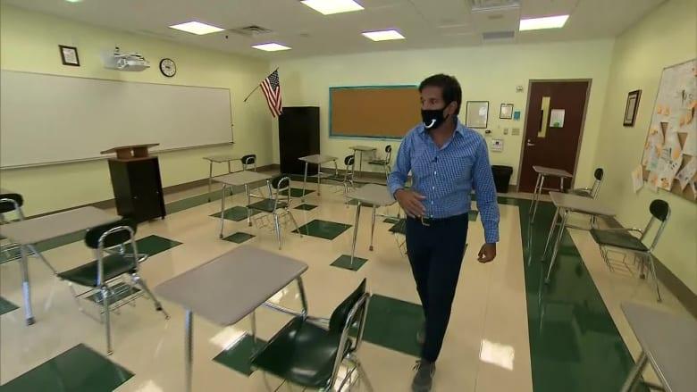 الطبيب سانجاي غوبتا يوضح لنا كيف يمكن إعادة فتح المدارس بأمان