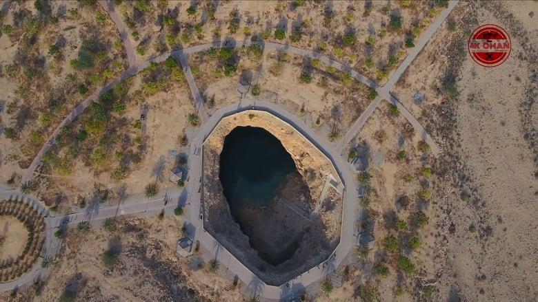 اقفز بين أعماق قصة تعود إلى عقود طويلة بعد أن كونها نيزك في سلطنة عمان