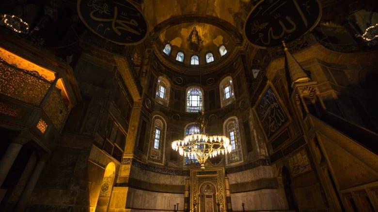 من داخل مسجد آيا صوفيا