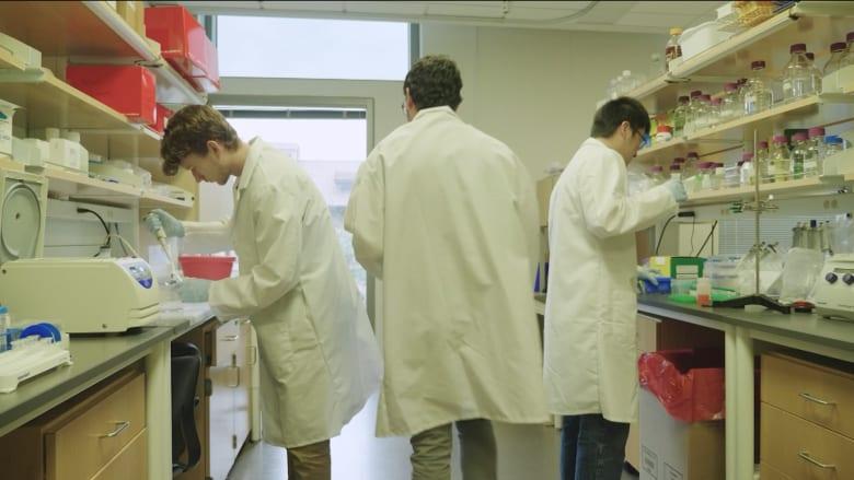 لماذا يعاني الناس من آثار طويلة الأمد لفيروس كورونا؟