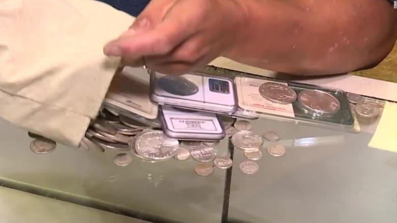 بسبب كورونا.. بائع مجوهرات يدفن مقتنيات بمليون دولار هي لمن يعثر عليها