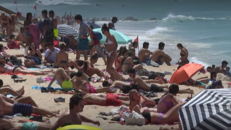 الشواطئ في أوروبا مكتظة بالناس.. في ظل تزايد حالات الإصابة بفيروس كورونا