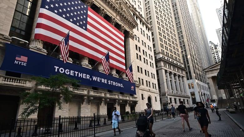 ملياردير أمريكي يحذر: قيمة الأسهم مبالغ في تقديرها والسوق تتجاهل المخاطر القائمة