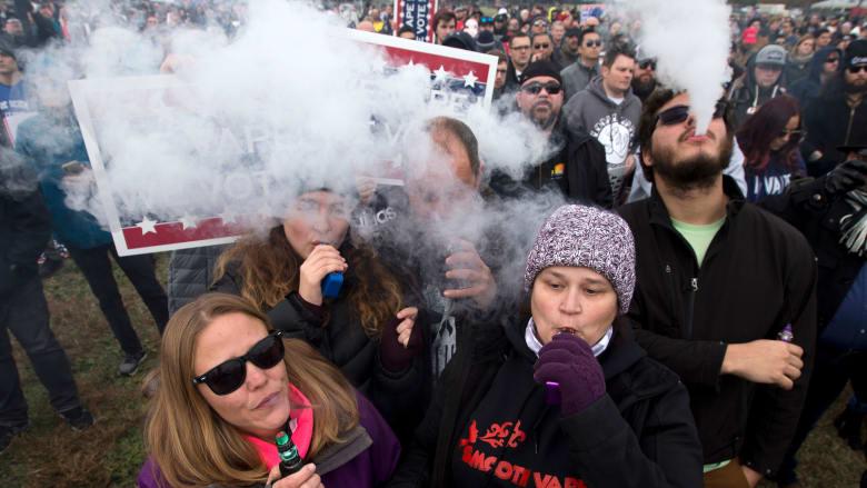 باحثون يحذرون: 100 شركة سجائر إلكترونية استخدمت رسوم كارتونية في دعايتها الترويجية