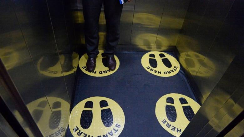 كيف تتجنب الإصابة بفيروس كورونا عند استخدمك للمصعد؟
