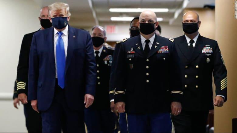 ترامب يغرد بصورة جديدة مرتديًا كمامة: عمل وطني