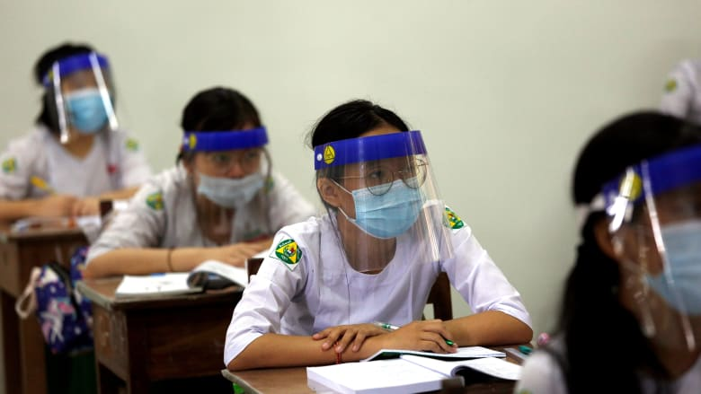 مراكز مكافحة الأمراض والوقاية منها تؤكد على أهمية الأقنعة ودورها الأساسي في إعادة فتح المدارس