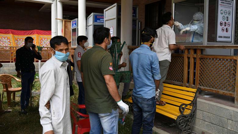 نقطة لاخذ عينات فحص فيروس كورونا في الهند