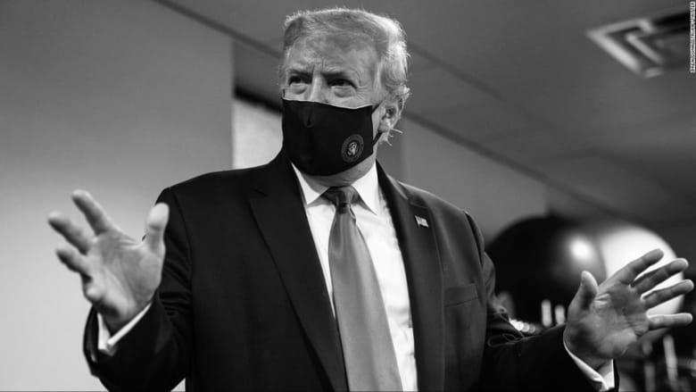 بعد نشر صورته بالكمامة.. ترامب يخلعها من جديد
