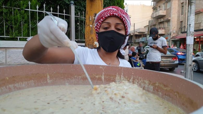 """ساجدة وريم تتحديان """"بطالة كورونا"""" بعربة """"الرشوف الأردني"""""""